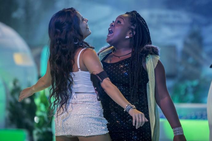 Emilly e Roberta curtindo e dançando na balada (Foto: Artur Meninea/Gshow)