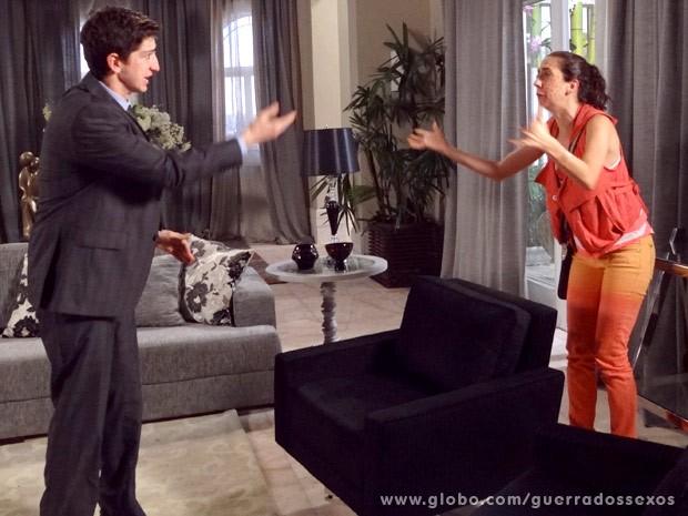 Kiko e Frô têm reação alérgica (Foto: Guerra dos Sexos / TV Globo)