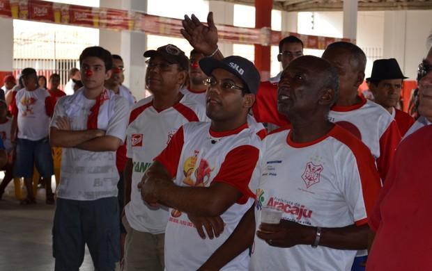 Torcida cobrou reforços da diretoria (Foto: Thiago Barbosa/GLOBOESPORTE.COM)