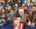 Torcedor dá abraço caloroso em Pepe Rossi e o agradece por reforçar o Levante