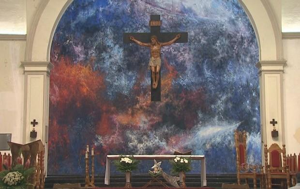 Obra do artista plástico, Sansão Pereira, na catedral de Rio Branco (Foto: Reprodução TV Acre)