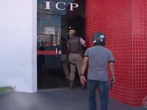 Polícia apreendeu adolescente dentro de clínica em Feira de Santana  (Foto: Reprodução/TV Subaé)