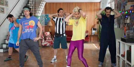 Bruno Mazzeo interpreta o líder de uma banda, sucesso nos anos 90, em na comédia 'Chocante (Foto: Barbara Veiga)