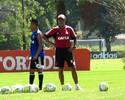 Jayme dá show de bom humor em treino de finalização no Flamengo
