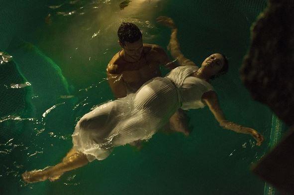 Sophie Charlotte e Daniel de Oliveira na piscina (Foto: Reprodução/Instagram)