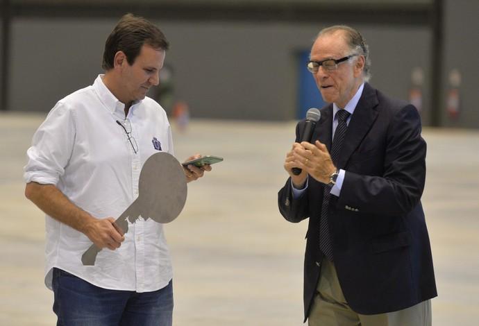 Eduardo Paes e Carlos Arthur Nuzman na Arena do boxe Olimpíadas Rio 2016 (Foto: André Durão)