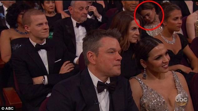 Chrissy Teigen dormindo no Oscar (Foto: Reprodução/ABC)