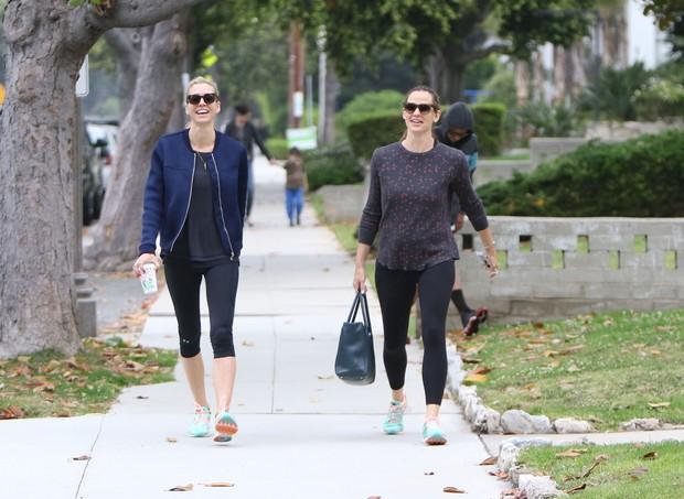 Jennifer Garner com amiga (Foto: X17 / Agência)