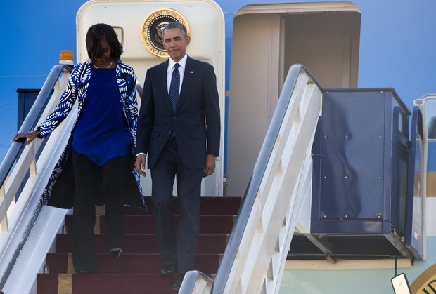 A primeira-dama dos Estados Unidos, Michelle Obama, com o marido, o presidente americano Barack Obama, em viagem pela Índia (Foto: AFP)