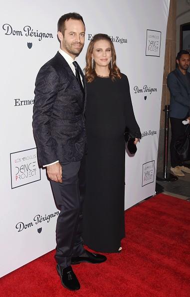 Natalie Portman exibe a barriguinha de grávida no gala L.A. Dance Project  (Foto: Divulgação)