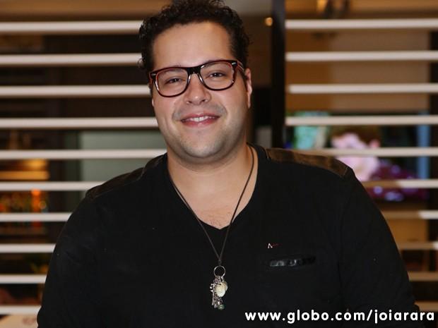 Thiago Abravanel chega para a estreia de sua segunda novela (Foto: Joia Rara/TV Globo)