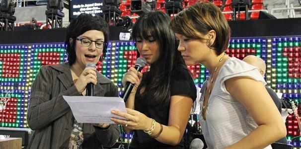 Fernanda Takai, Dani Suzuki e Geovanna Tominaga ensaiando (Foto: (Foto: Divulgação TV Globo / Christina Fuscaldo))