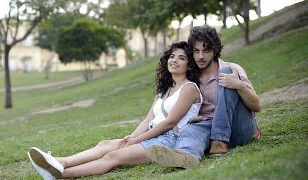 Chay Suede e Vanessa Giácomo - a paixão proibida (Foto: TV Globo)