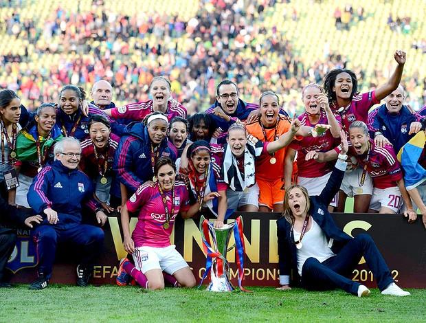 jogadoras do Lyon comemoram o título da Liga dos Campeões feminina (Foto: Reuters)