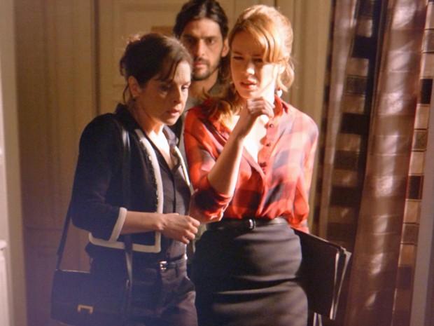 Cristina fica surpresa com o que ouviu (Foto: TV Globo)