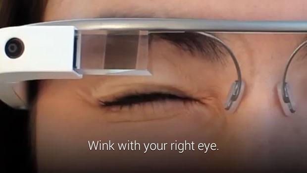 Atualização do Google Glass permite que fotografias sejam captadas com um piscar de olhos. (Foto: Divulgação/Google)