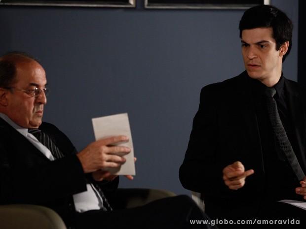 Félix entrega carta (Foto: Inácio Moraes/TV Globo)