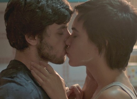 Leila beija Jonatas