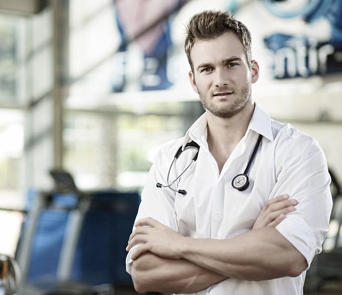 Ex-BBB orgulha-se da vocação para medicina (Foto: Divulgação)