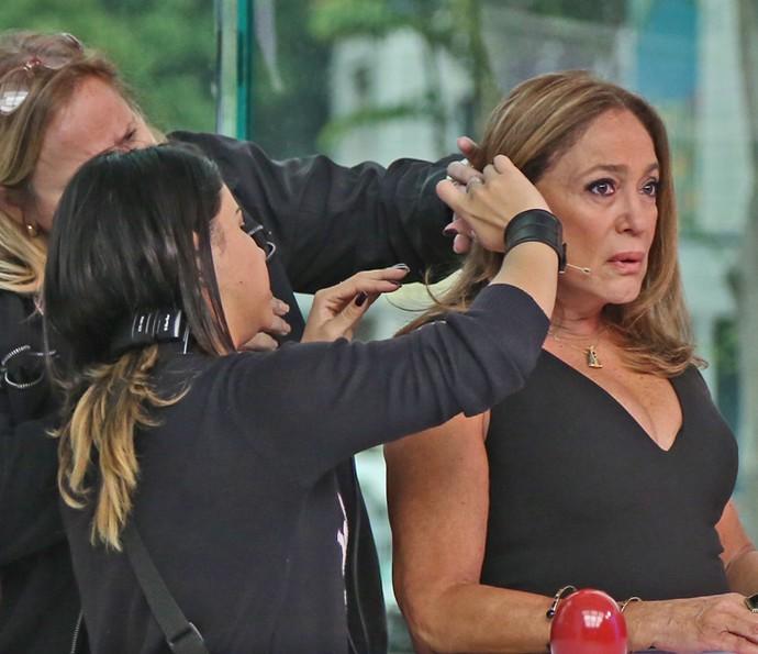 Susana Vieira recebe os últimos retoques (Foto: Isabella Pinheiro / Gshow)