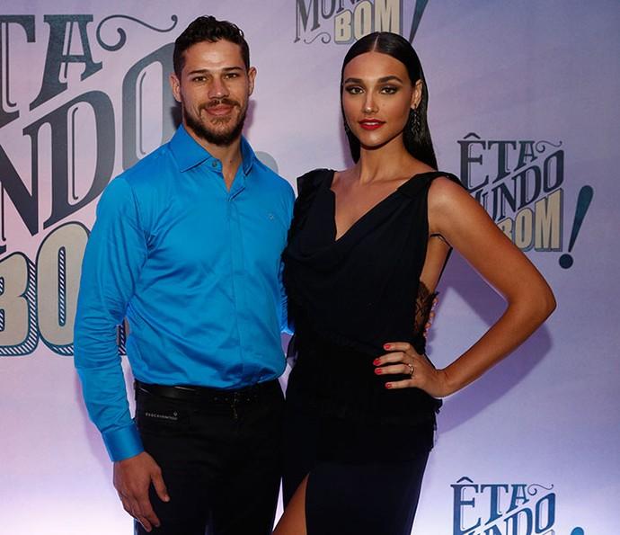 Débora Nascimento e José Loreto na coletiva de 'Êta Mundo Bom!' (Foto: Inácio Moraes/Gshow)