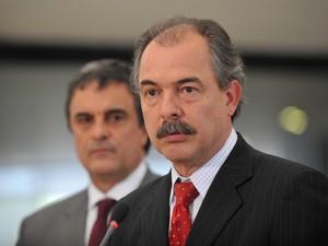 Ministros Mercadante, Cardozo e o presidente do PSB falam após reunião de líderes com a presidenta Dilma Rousseff (Foto: Antonio Cruz/ABr)