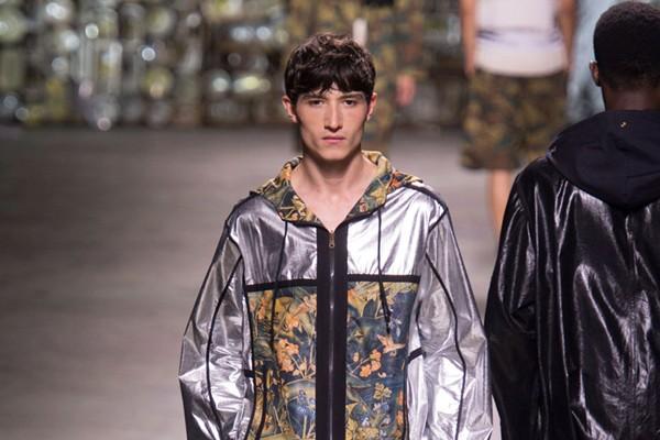 Dries van Noten - Semana de Moda de Paris verão 2017 (Foto: IMAXTREE)
