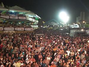 Multidão lotou o Parque do Povo na abertura do São João (Foto: Rafael Melo/G1)