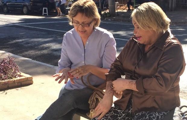 Eva e Maria Selma compartilham experiências relacionadas à doença (Foto: Paula Resende/ G1)