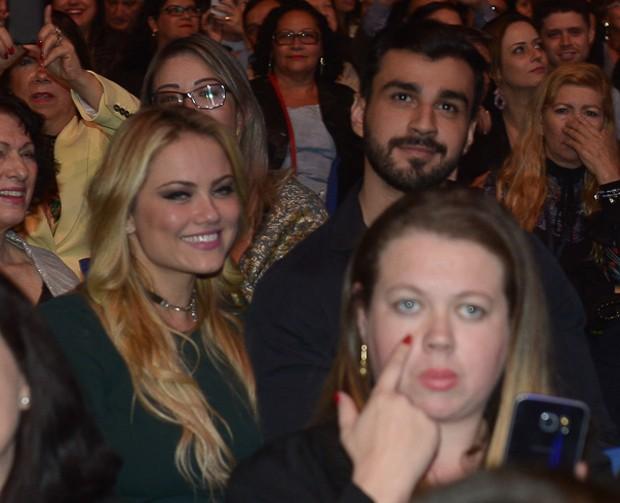 Ellen Rocche chegando acompanhada no show do Roberto Carlos (Foto: Francisco Cepeda/AgNews)