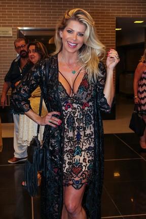 Karina Bacchi em show em São Paulo (Foto: Rafael Cusato/ Brazil News)