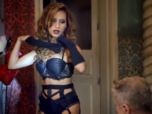 Abigail entra para o ramo de stripper virtual  (Foto: Gshow)