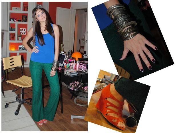 O look 'color blocking' da Ju misturou azul, verde, laranja e roxo! Que ousadia! (Foto: Malhação / Tv Globo)