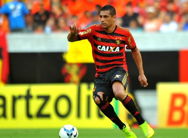 Diego Souza reestreia com a camisa 87 do Leão (Foto: Aldo Carneiro / Pernambuco Press)