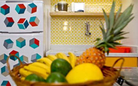 Saiba como decorar a cozinha pequena e ter espaço de sobra