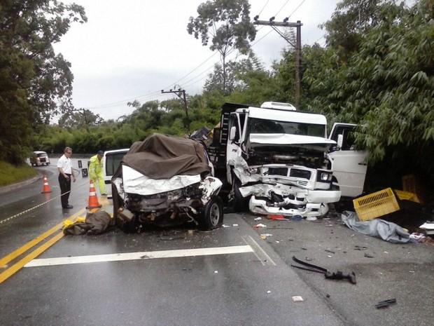Acidente deixou uma pessoa morta e duas feridas (Foto: Mirielly de Castro / TV Diário)