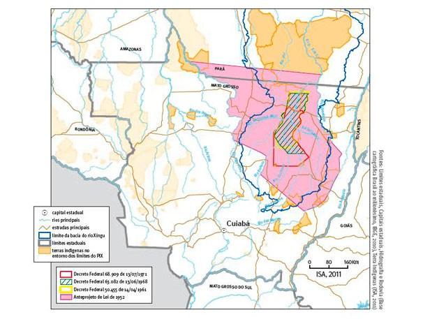 O mapa mostra a área original do Parque do Xingu (rosa e laranja) e a área atual (listras verdes) (Foto: Divulgação)