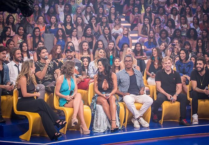 Todos posam juntos no palco do Caldeirão (Foto: Paulo Belote/TV Globo)