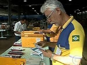 Com a greve, correspondências estão acumuladas nos centros de distribuição dos Correios em Manaus (Foto: Reprodução/TV Globo)