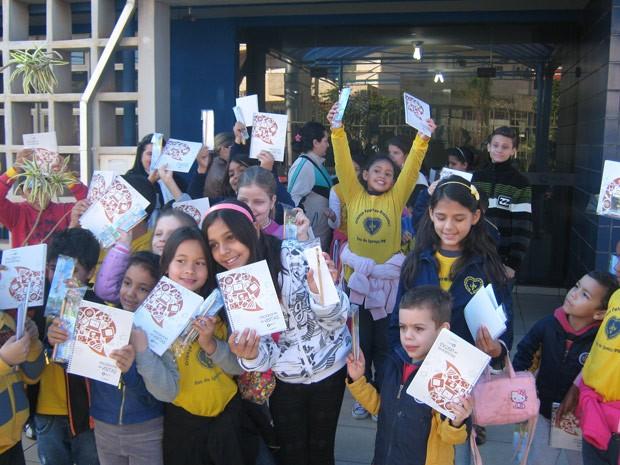 Crianças descobriram como uma emissora de TV funciona (Foto: Divulgação/RPC TV)