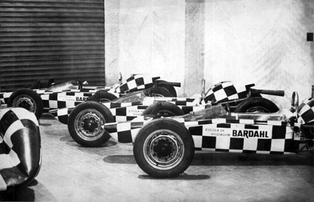 Garagem da Escola de Pilotagem Bardahl (Foto: Ary Leber)