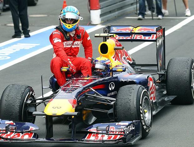 Alonso pega carona no carro de Webber no GP da Alemanha (Foto: Getty Images)