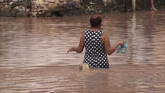 Chuva alaga ruas e faz rios transbordarem no Grande Recife e na Mata Sul