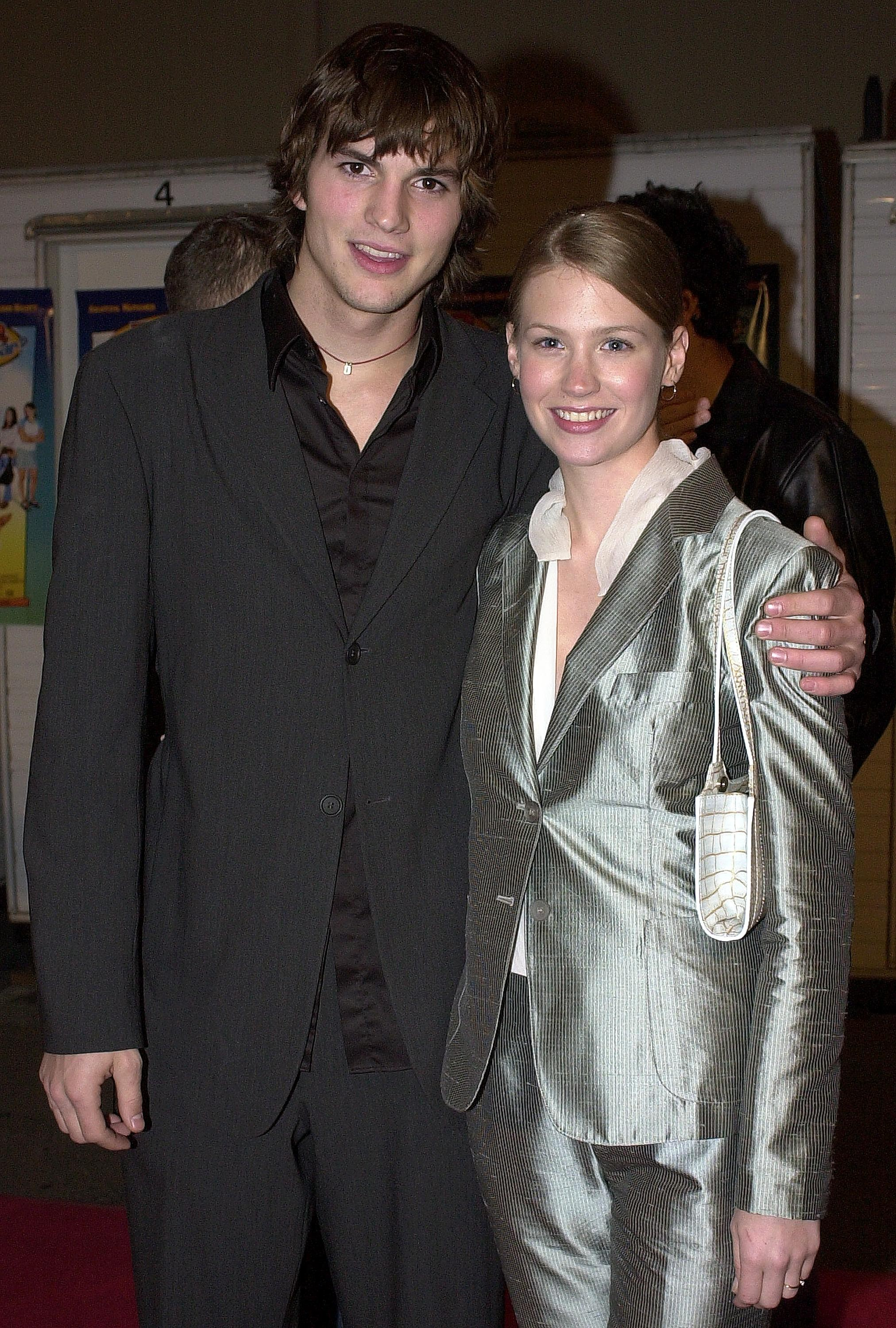 Ashton Kutcher e January Jones em 1998 (Foto: Getty Images)