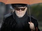 Gary Glitter, astro pop britânico, chega ao tribunal em Londres