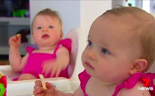As gêmeas Charlotte e Olivia (Foto: Reprodução 7 NEWS)