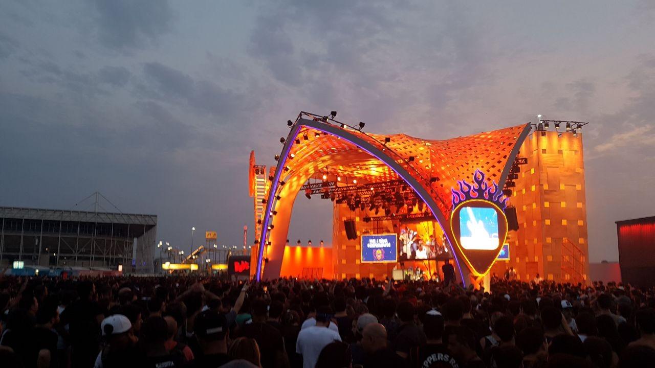 Raimundos tocaram em palco de partrocinador do festival (Foto: Multishow)