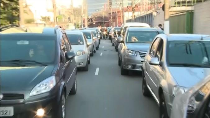 Veículos de transporte individual por aplicativo em São Paulo (Foto: Reprodução/TV Globo)