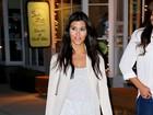 Kourtney Kardashian erra a mão na maquiagem ao tentar ocultar olheiras