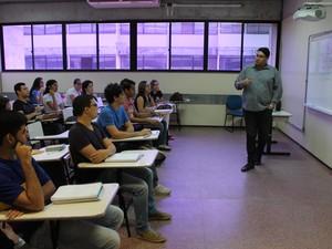 Professores da Univasf retornaram nesta segudna-feira (19) (Foto: Amanda Franco/ G1)